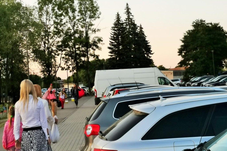 """Į Jūros šventę atvykęs svečias iš Klaipėdos išsiveš, ko gero, nelabai smagius įspūdžius.<br>""""Vakarinės Palangos"""" nuotr."""