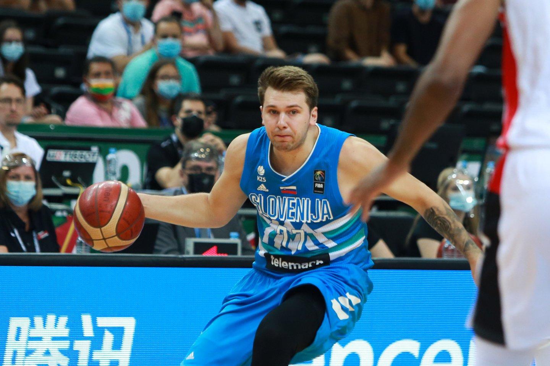 Luka Dončičius įspūdingai debiutavo olimpinėse žaidynėse.<br>G.Bitvinsko nuotr.
