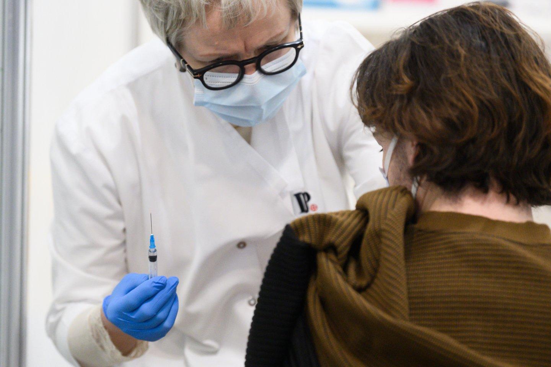 Sveikatos priežiūros ir slaugos paslaugas teikiančiose įstaigose yra darbuotojų bei pacientų, kurie vis dar nepasiskiepiję nuo SARS-CoV-2 viruso.<br>V.Skaraičio nuotr.