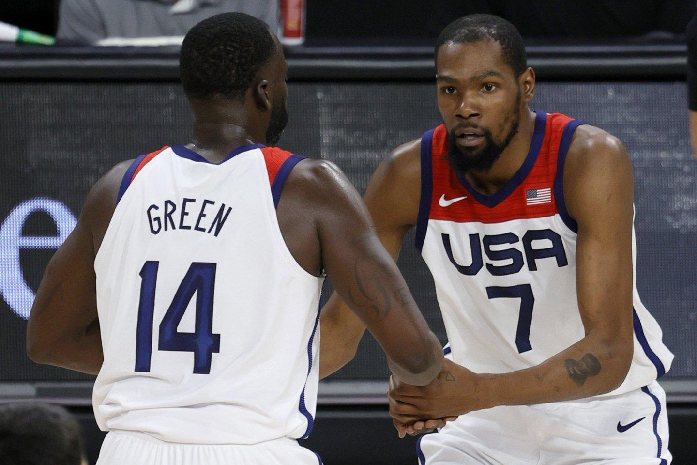 JAV rinktinė pralaimėjimu pradėjo olimpinių žaidynių krepšinio turnyrą.<br>AFP/Scanpix nuotr.