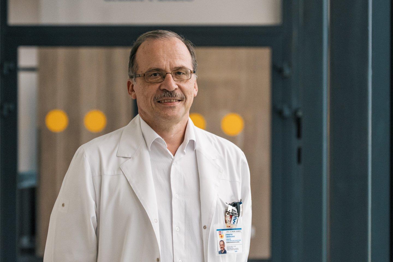 Kauno klinikų Neurochirurgijos klinikos vadovas prof. habil. dr. Arimantas Tamašauskas.<br>Kauno klinikų nuotr.