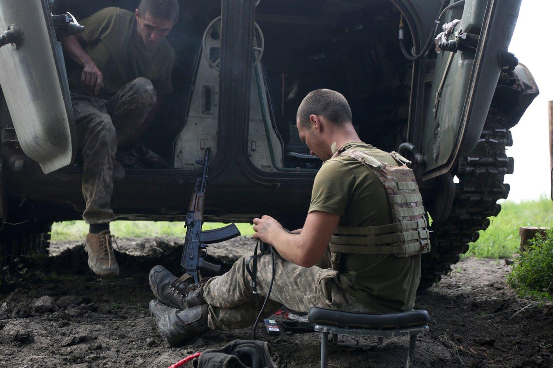 Pozicijos Donbase buvo apšaudytos iš uždraustųjų sunkiųjų artilerijos pabūklų.<br>SIPA Press/Scanpix nuotr.