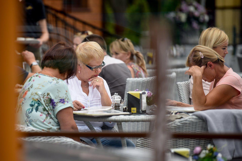 Pusę metų dirbę nuostolingai restoranų verslininkai pagaliau gali trinti rankomis – liepa turėtų būti pelninga.<br>D.Umbraso nuotr.