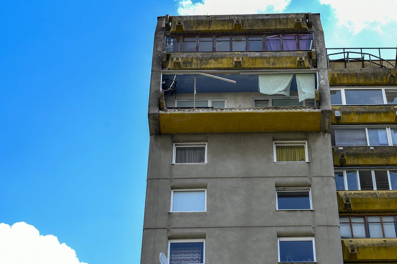 Šiemet vykdydami auditą specialistai išskyrė pastatų atnaujinimo aspektus, į kuriuos butų savininkai turėtų atkreipti dėmesį. Tarp jų – vidinės balkono sienos apšiltinimas.<br>V.Ščiavinsko nuotr.