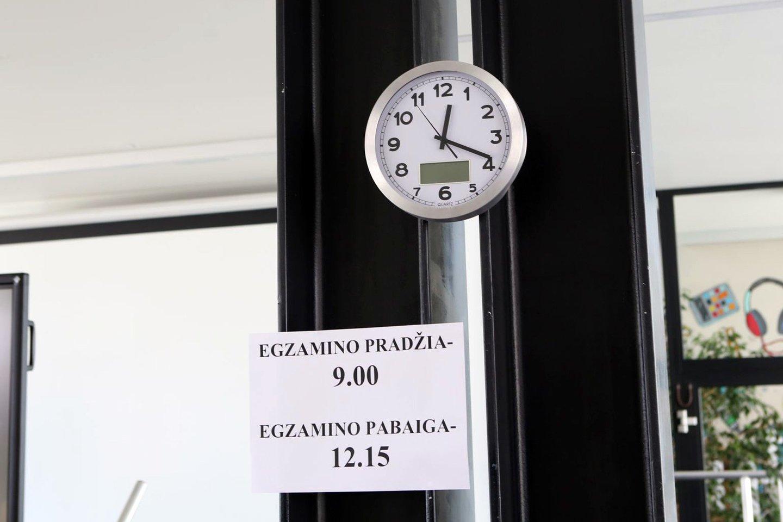 Šiais metais Klaipėdos mieste valstybinius brandos egzaminus laikė 1068 abiturientai, iš jų 118 abiturientų gavo aukščiausius įvertinimus.<br>M.Patašiaus nuotr.