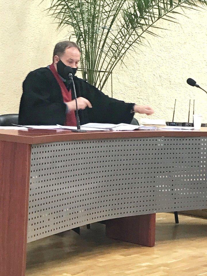 Panevėžio apygardos prokuratūros prokuroras A.Amparavičius (nuotr.) nuolat sulaukia netikėtumų iš verslininko J.Grafmano.