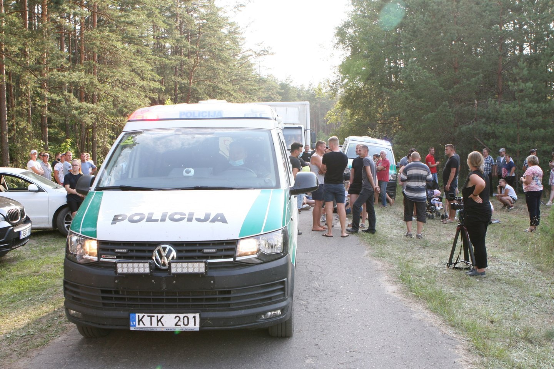 Pirmadienio vakarą prie Rūdininkų buvo neramu. Teko įsikišti riaušių policijai.<br>Scanpix nuotr.