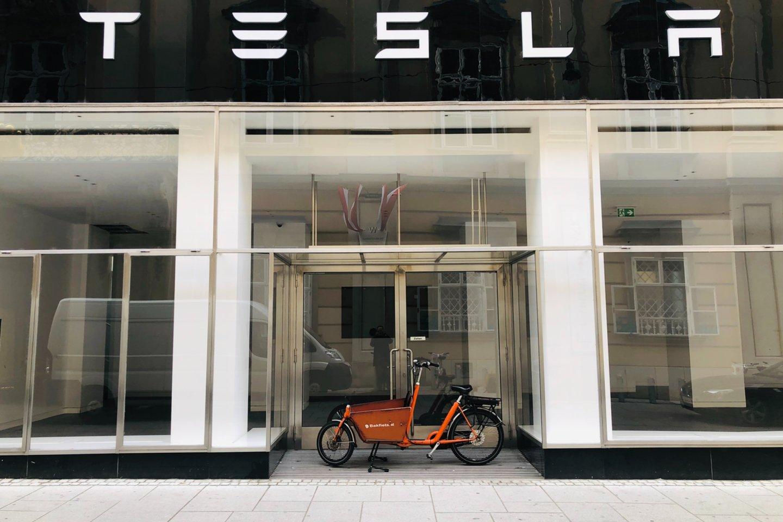 """JAV elektromobilių gamintoja """"Tesla"""" pranešė pirmą kartą istorijoje per ketvirtį uždirbusi daugiau nei 1 mlrd. dolerių pelno.<br>www.unsplash.com nuotr."""
