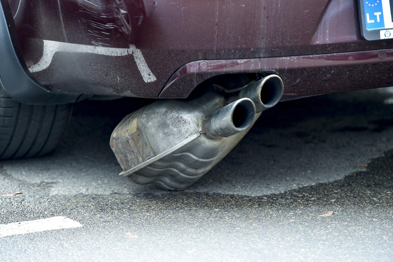 Kyla klausimas: kaip bus skaičiuojamas taršos mokestis, jei automobiliu bus nesinaudojama ar jis bus išregistruotas?<br>V.Ščiavinsko nuotr.