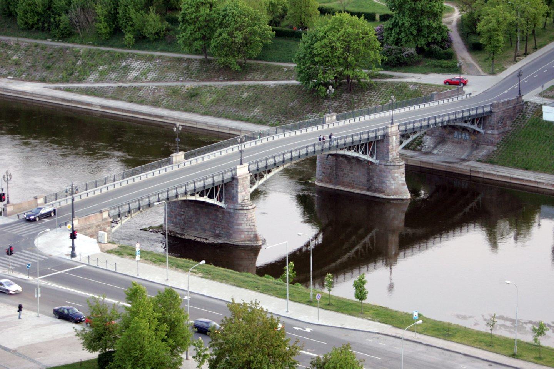 Vilniaus kino biuras informuoja, kad liepos 30 d. 7-22 val. filmavimai vyks Šv. Jurgio gatvėje ir Vinco Kudirkos aikštėje, o liepos 31 d. 4-22 val. filmuojama ant Žvėryno tilto.<br>V.Balkūno nuotr.