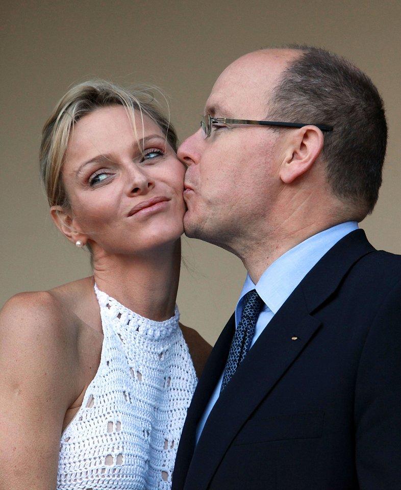 Kunigaikštienė Charlene susitaikė su tuo, kad jos vyras gerokai iki vedybų susilaukė dviejų nesantuokinių vaikų.<br>AFP/Scanpix nuotr.