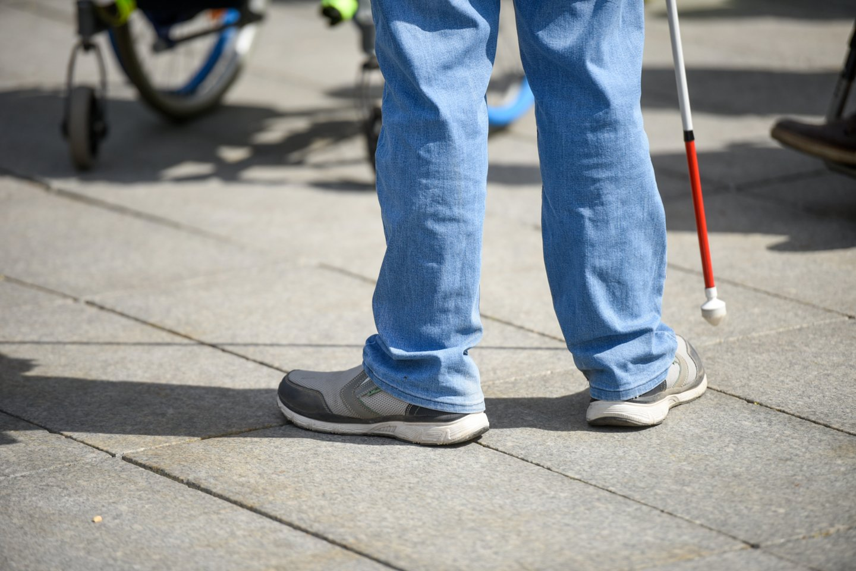 Portalo žurnalistai pasiteiravo, kaip per geležinkelį reikės pereiti neįgaliesiems, negalintiems pasinaudoti pėsčiųjų tiltu.<br>D.Umbraso nuotr.