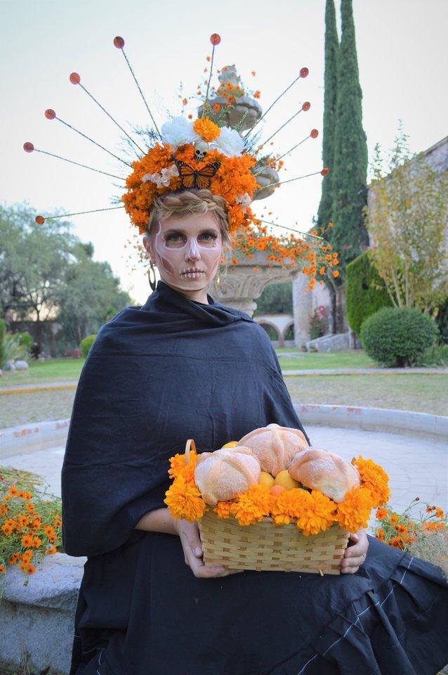 Meksikiečiai Visų Šventųjų dieną švenčia itin įspūdingai, jai pasiruošė ir Saulė Paltanavičiūtė.<br>Asmeninio albumo nuotr.
