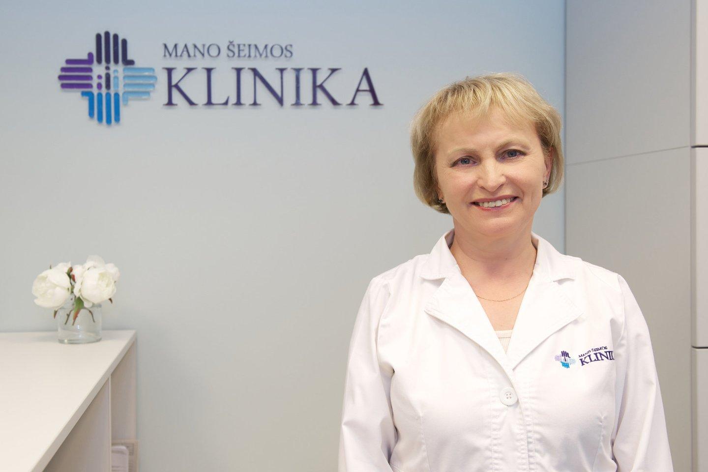 Šeimos gydytoja Jūratė Ivanauskienė priminė ekspertų skaičiavimus, kad viena valanda buvimo prirūkytoje patalpoje prilygsta vienai surūkytai cigaretei.<br>Pranešimo spaudai nuotr.