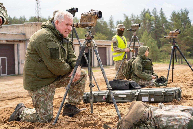 A. Anušauskas neatskleidė, kiek šiuo metu tiksliai karių padeda pasieniečiams užtikrinti sienos apsaugą.<br>Lietuvos kariuomenės ir KAM archyvo nuotr.
