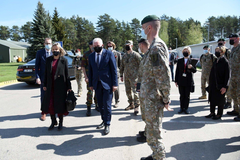A. Anušauskas neatskleidė, kiek šiuo metu tiksliai karių padeda pasieniečiams užtikrinti sienos apsaugą.<br>G.Maksimovicz-Alkema/KAM nuotr.