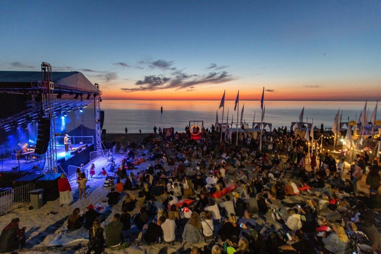 """Festivalis """"Nida On Air"""": gražiausias vasaros muzikos nuotykis ant jūros kranto."""