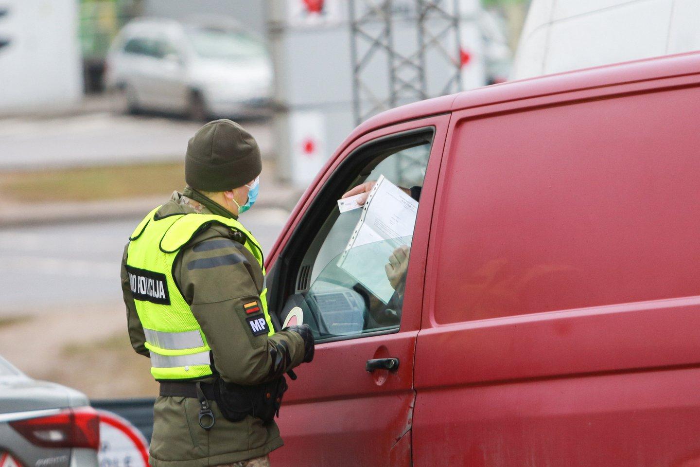 Vairuotojas mano, kad reikėtų įteisinti KET pažeidėjų fiksavimą už premijas.<br>G.Bitvinsko nuotr.