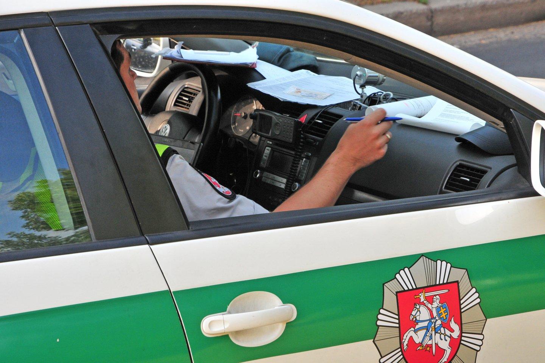 Vairuotojas mano, kad reikėtų įteisinti KET pažeidėjų fiksavimą už premijas.<br>A.Vaitkevičiaus nuotr.