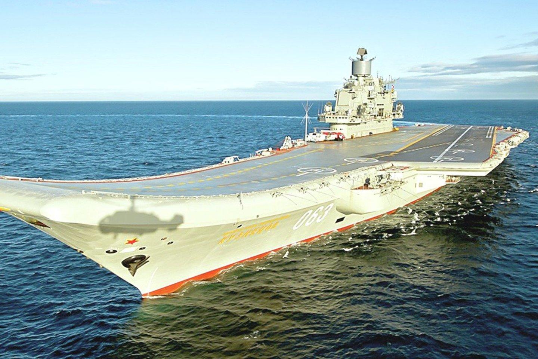 """Vienintelis Rusijos lėktuvnešis """"Admiral Kuznecov"""" yra pasenęs ir nuolat genda.<br>""""Wikipedia"""" nuotr."""