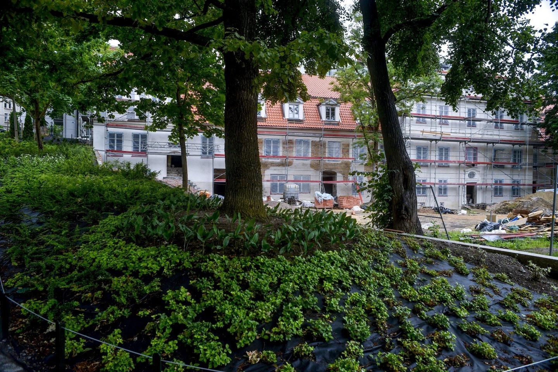 Erdvei miesto centre atnaujinti savivaldybė sukišo du milijonus eurų, bet nerado kelių tūkstančių vaizdo kameroms įrengti.<br>V.Ščiavinsko nuotr.