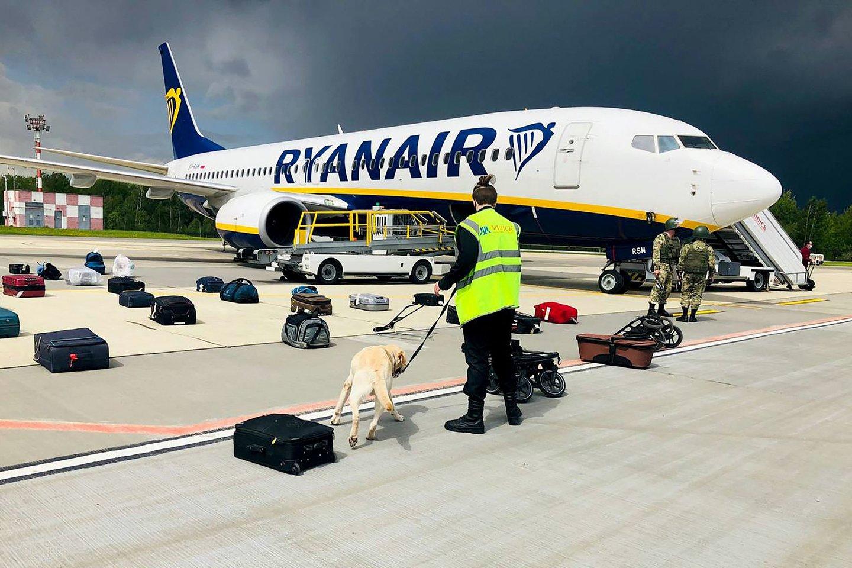 """Iš Atėnų į Vilnių skridusį """"Ryanair"""" lėktuvą Minske nutupdęs skrydžių kontrolierius Olegas Galegovas išėjo atostogų ir dingo iš Baltarusijos.<br>AFP/Scanpix nuotr."""