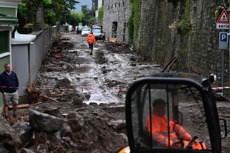 Liūčių padaryta žala Italijoje.<br>AFP/Scanpix nuotr.