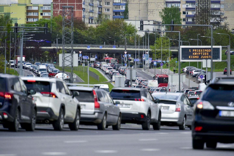 Supaprastinti klausimynai bus siunčiami įmonėms, kurios lengvųjų keleivinių ir krovininių automobilių įsigijo šiais ir praėjusiais metais.<br>V.Ščiavinsko nuotr.
