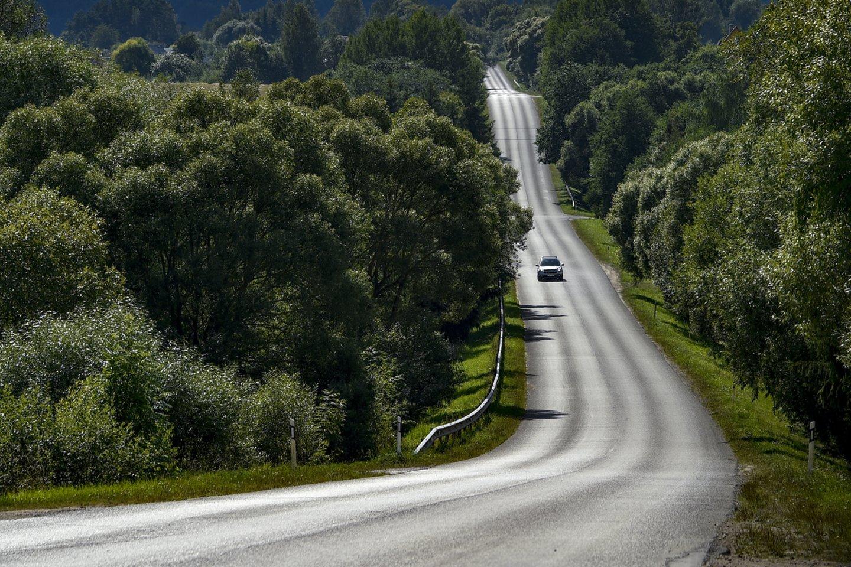Susisiekimo ministro Mariaus Skuodžio įsakymu šalies savivaldybėms papildomai paskirstyta 20 mln. eurų Kelių priežiūros ir plėtros programos (KPPP) lėšų.<br>V.Ščiavinsko nuotr.