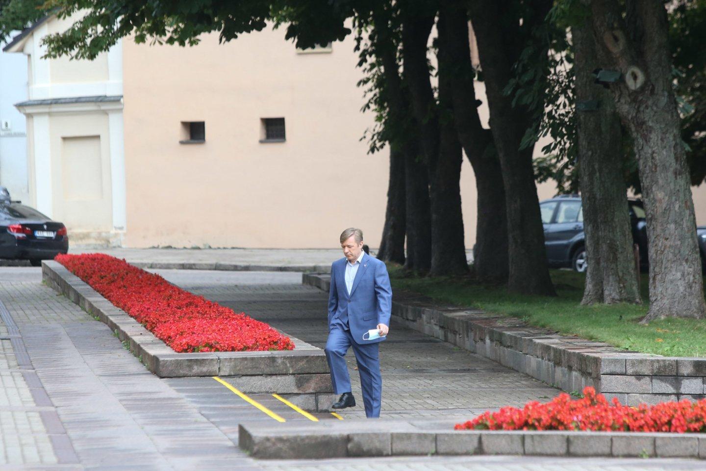 Prezidentas Gitanas Nausėda su premjere Ingrida Šimonyte bei parlamentinių partijų lyderiais ketvirtadienį susitiko aptarti migracijos krizės valdymą bei užsienio politikos principus.<br>R.Danisevičiaus nuotr.