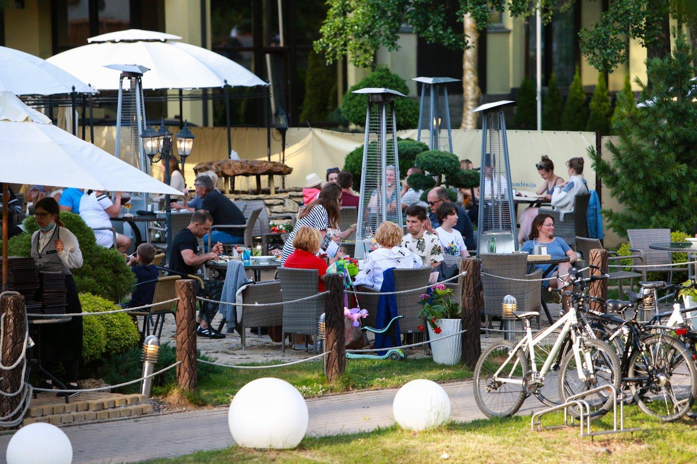 Palanga, kavinės, kavinių lankytojai<br>G.Bitvinsko nuotr.