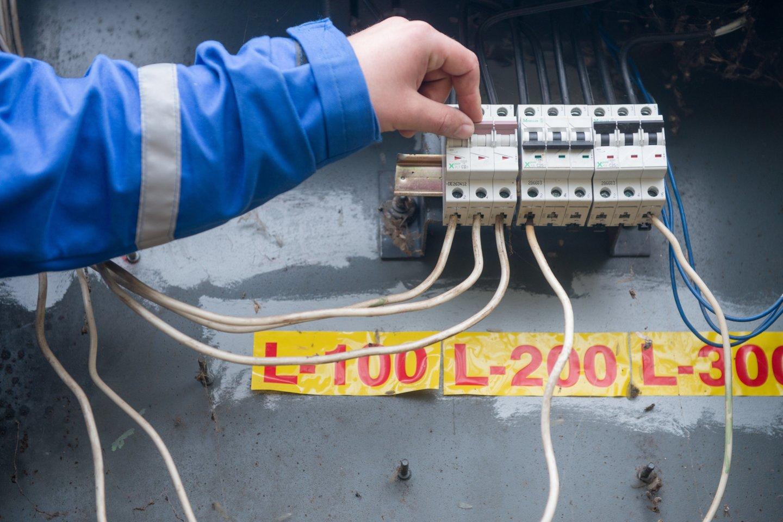 Nuo šiol elektros energijos vartotojai tiekėjų sąskaitose matys daugiau detalios informacijos apie mokamą elektros kainą.<br>J.Stacevičiaus nuotr.