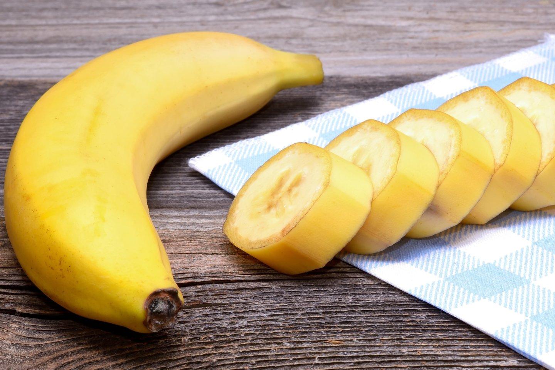 Nepaisant bananų populiarumo, tarp dietologų netyla ginčai dėl tikrosios bananų maistingosios vertės.<br>123rf nuotr.