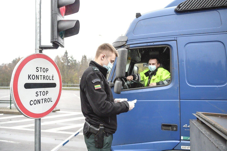 Vežėjų atstovai aiškino, kas lemia, kad daugelis tolimųjų reisų vairuotojų dar nepasiskiepiję.<br>V.Skaraičio nuotr.