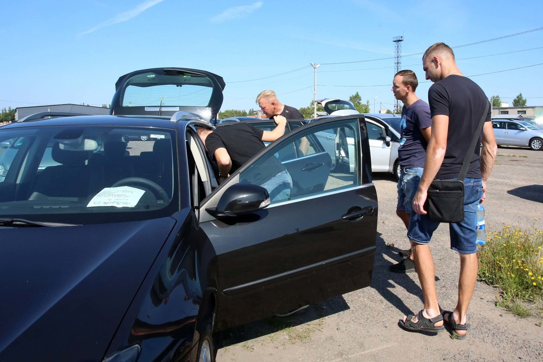 Lietuvos gyventojai, rinkdamiesi transporto priemonę, prioritetą teikia vokiškiems automobiliams.<br>M.Patašiaus nuotr.