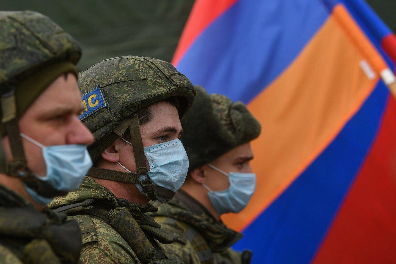 Karinę bazę Armėnijoje turinti Maskva Karabache ir jo apylinkėse yra dislokavusi apie 2 000 taikdarių.<br>TASS/Scanpix nuotr.