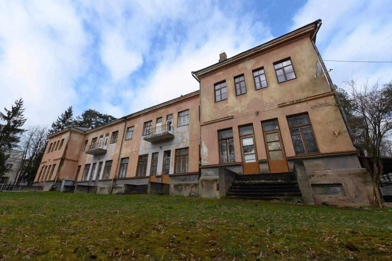 Šiandien baigėsi aukcionas – buvusi ligoninė sostinės Žvėryne parduota už 12,1 mln. eurų. Pradinė kaina siekė 5,2 mln. eurų.<br>V.Skaraičio nuotr.