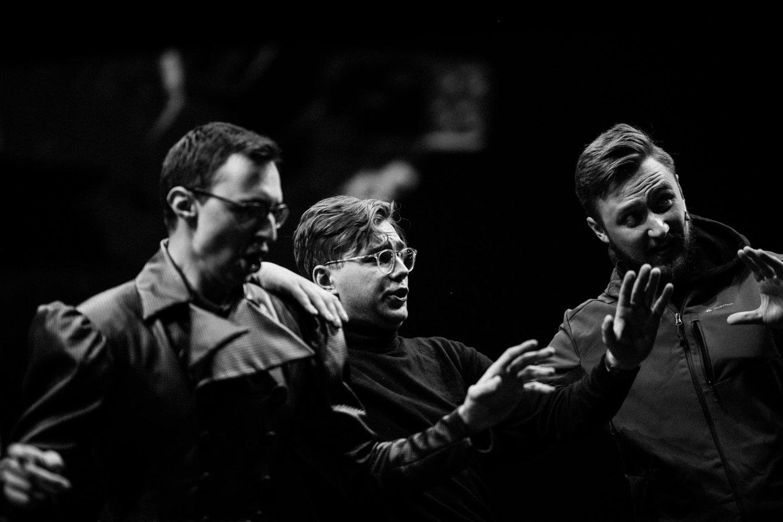 """Į profesionaliąją sceną Žilvinas Miškinis (centre) įžengė """"Vilnius City Opera"""" spektaklyje """"Pikų dama"""".<br>G.Jauniškio nuotr."""