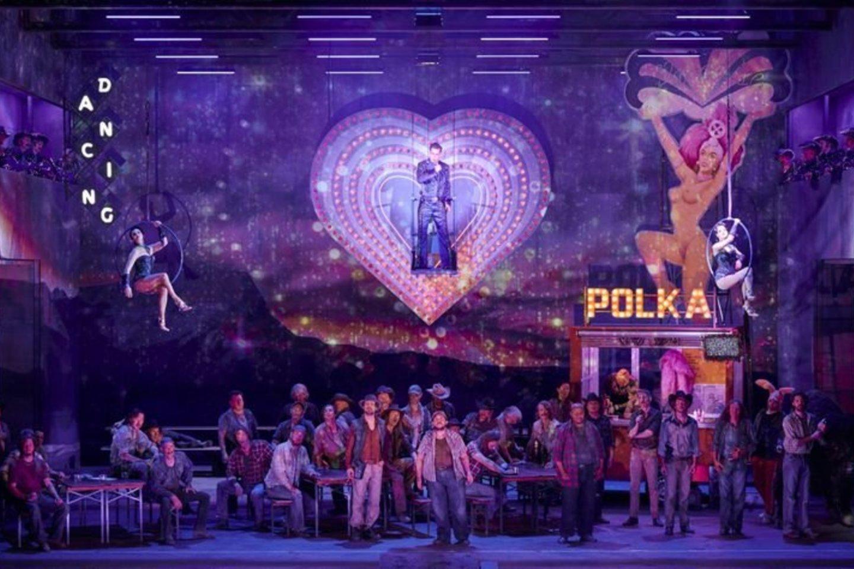 """G.Puccini """"Mergelė iš Vakarų"""" Berlyno valstybinėje operoje.<br>Berlyno valstybinės operos nuotr."""