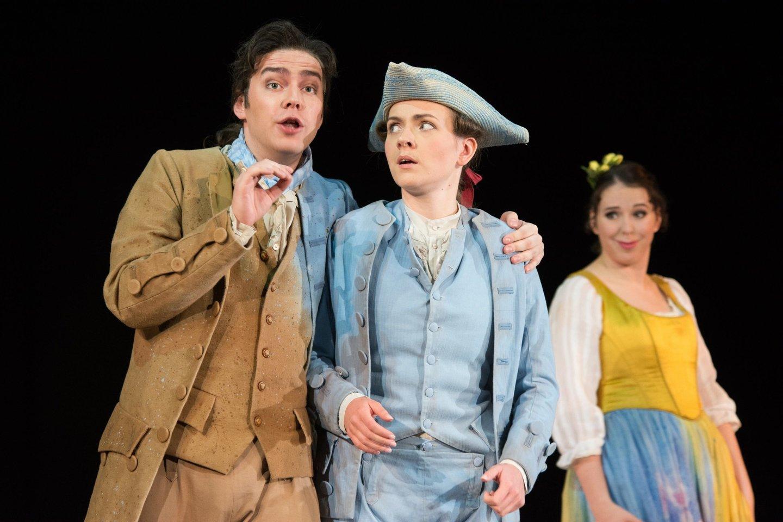 Kol kas didžiausias dainininko Žilvino Miškinio (kairėje) vaidmuo – Figaras Estijos nacionaliniame operos ir baleto teatre.<br>ENOBT nuotr.