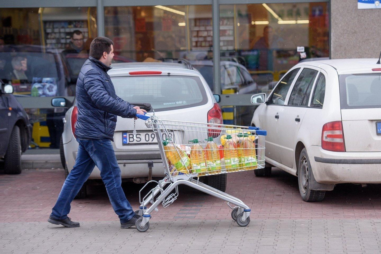 """Alytiškiams ir kitiems pirkėjams gerai žinomas lenkų prekybos tinklas """"Biedronka"""" paskelbė apie planą pritraukti dar daugiau pirkėjų iš Lietuvos.<br>D.Umbraso nuotr."""