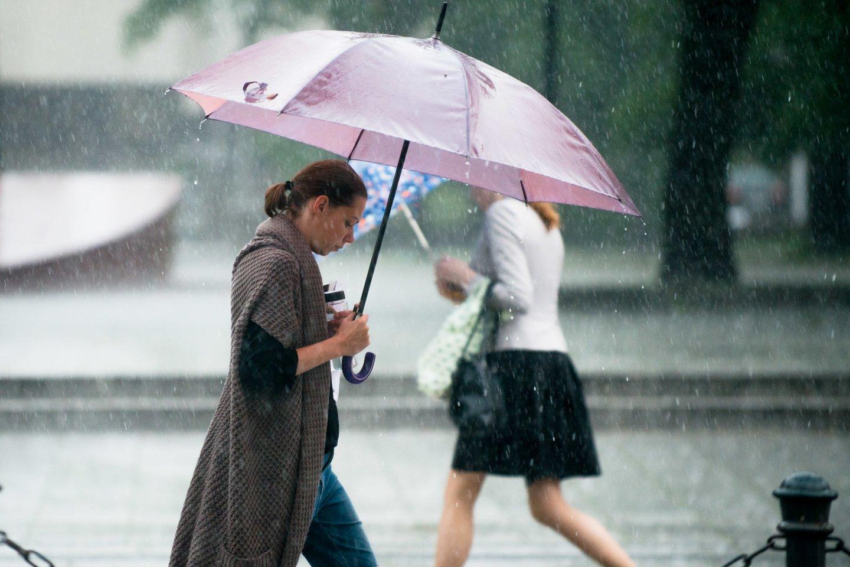 Sinoptikai turi liūdnų žinių poilsiaujantiems: savaitgalį lydės lietus ir vėjas.<br>J.Stacevičiaus nuotr.