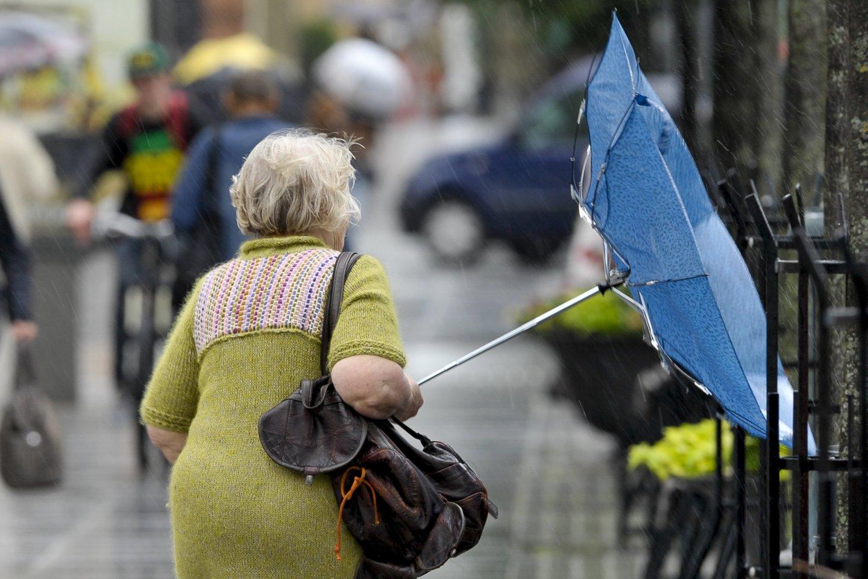 Sinoptikai turi liūdnų žinių poilsiaujantiems: savaitgalį lydės lietus ir vėjas.<br>V.Ščiavinsko nuotr.