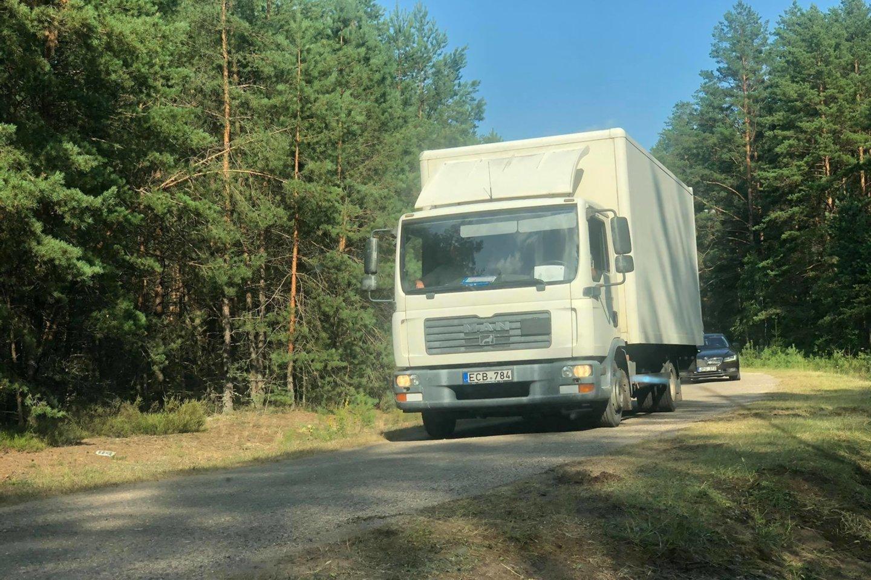 Į stovyklą Rūdninkų poligone atvežti pirmieji migrantai.<br>A.Černiauskaitės nuotr.