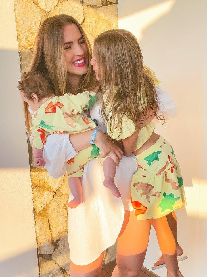 Pirmą kartą Soteros dukra Aretė atostogavo svetur sulaukusi 1,5 metų, o į pirmąją kelionę su Adriana leidosi, kai jai buvo vos 2,5 mėnesių.<br>Asmeninio albumo nuotr.