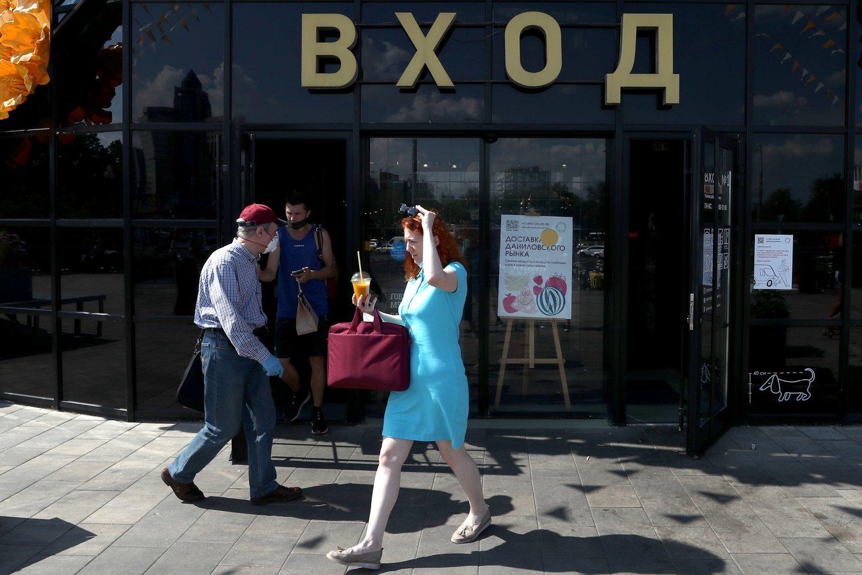 """Įvertinus infliaciją, vidutinis atlyginimas Rusijoje per metus šiek tiek padidėjo.<br>""""TASS/Scanpix"""" nuotr."""