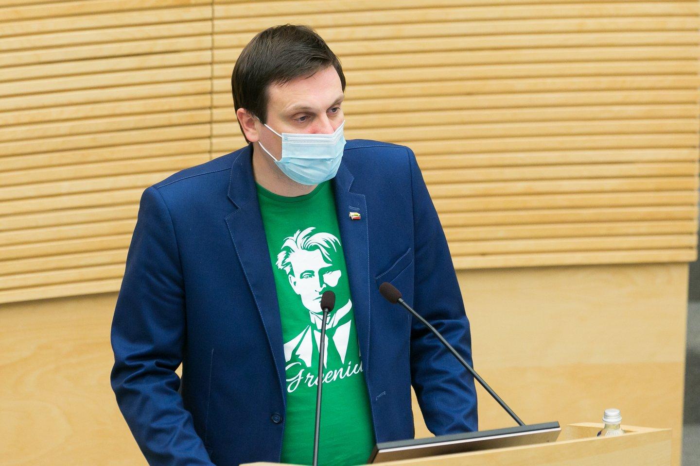 Viešas konfliktas tarp politikų kilo, kai T.Tomilinas pavasarį balsavo už įstatymo projektą, įteisinantį lyčiai neutralią partnerystę.<br>T.Bauro nuotr.