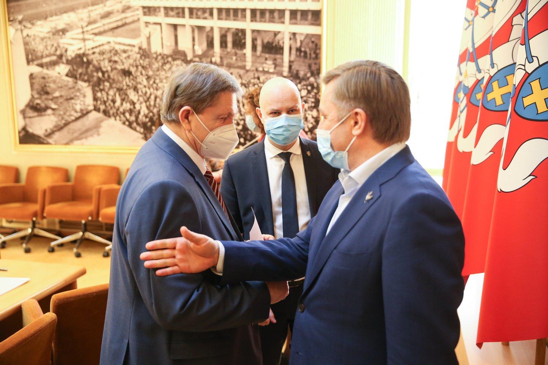 Viešas konfliktas tarp politikų kilo, kai T.Tomilinas pavasarį balsavo už įstatymo projektą, įteisinantį lyčiai neutralią partnerystę.<br>R.Danisevičiaus nuotr.