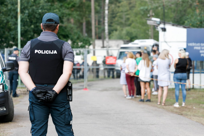 Nelegaliai kirsdami Lietuvos-Baltarusijos sieną, migrantai neišvengiamai susitinka su vietiniais gyventojais.<br>T.Bauro nuotr.