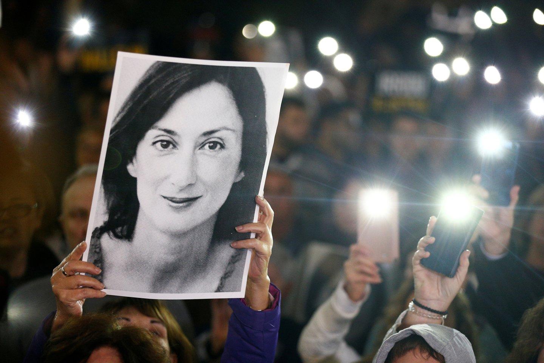 53 metų žurnalistė ir tinklaraštininkė D. Caruana Galizia žuvo 2017 metų spalio 16-ąją sprogus jos automobilyje padėtai bombai.<br>Reuters/Scanpix nuotr.